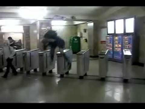 Как бесплатно пройти в метро