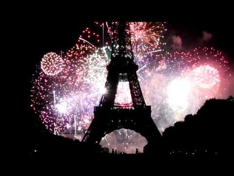 Paris fireworks Bastille Day 2010 - Eiffel Tower
