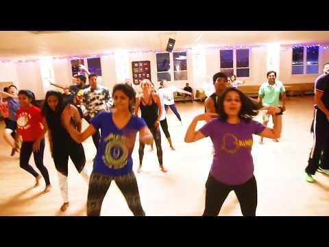 download lagu Twist Kamariya Dance Cover  Bareilly Ki Barfi  gratis