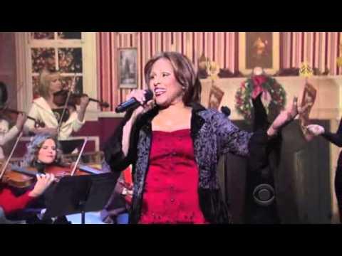 Darlene Love on David Letterman Christmas 2010 (HD)