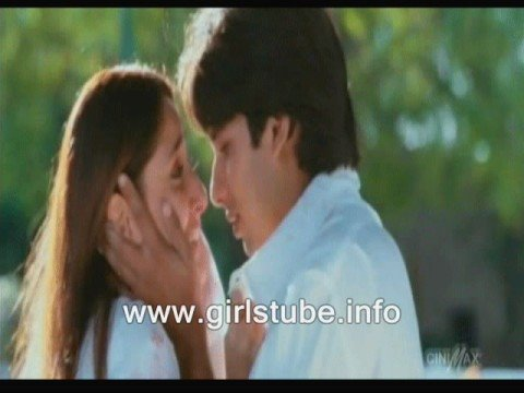 kareena and shahid kissing MMS Clip Unssen romance clip