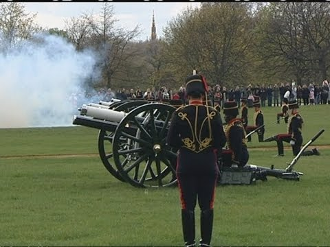 41-gun salute in Hyde Park to celebrate the Queen's 86th birthday