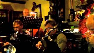 Benny en de Monica's live in café Baron , Tienen