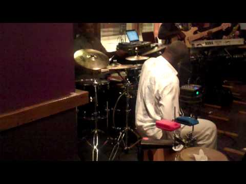 Chameleon(Calvin Napper drum solo).MP4