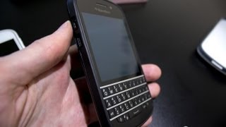 Official BlackBerry Q10 hard shell packs subtlety and protection