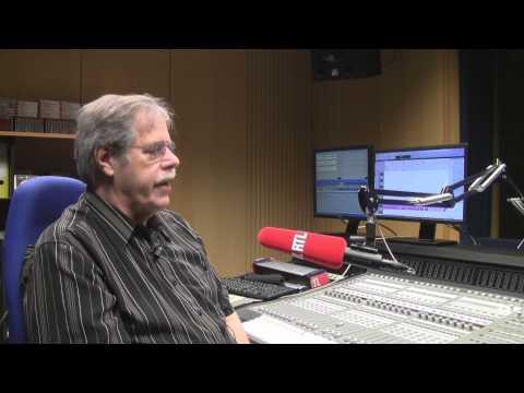 Benny Brown ascolta i Jingles di Radio Milano International dopo 35 anni.