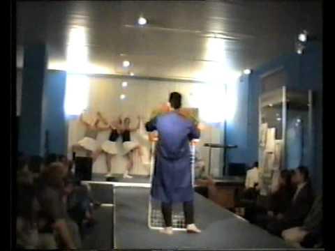 Podiumnyj performance ''Treugol'nik, krug, kvadrat, dalee vezde'', galereya ''Kuntsevo'', 26.05.96