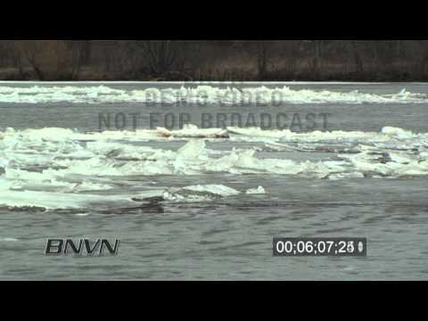 3/19/2010 Mississippi River Ice Jam Stock Video