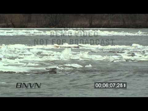 3/19/2010 Mississippi River Ice Jam Stock Video
