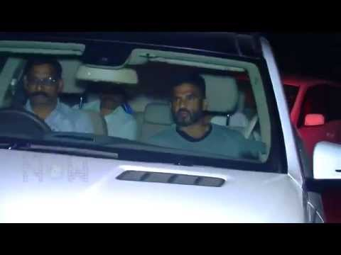 (VIDEO) Priyanka Chopra & Celebs At Salman Khan's 49th Birthday Bash