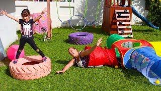 BRINCANDO DE GINCANA MAMÃE VS FILHA - Kids Obstacle course play tent with Laurinha vs Mommy