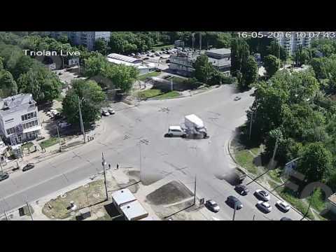 ДТП на перекрестке ул. Гвардейцев-Широнинцев - ул. Валентиновская (16-05-2016)