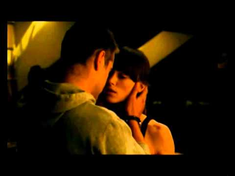 Colin Farrell and Keira Knightley kiss scene /  London Boulevard