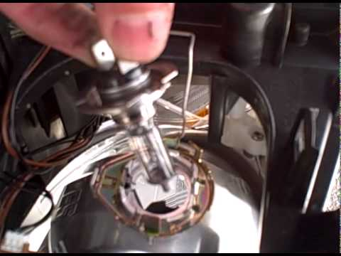 changing headlamp bulb on a ford focus cmax (high quality)