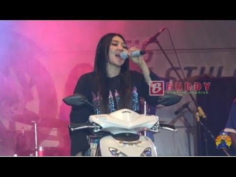 Via Vallen - Pikir Keri LIVE Alun - Alun Kidul JOGJA Launching Yamaha Mio S
