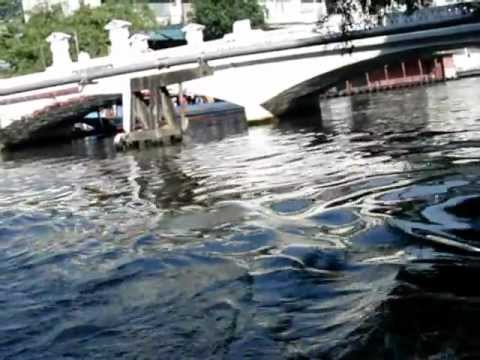 タイ旅行・バンコク・パンファー桟橋と運河ボート