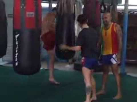 Wide, High-Arced Knees - Muay Thai Technique | Taywin Lanna Muay Thai Image 1