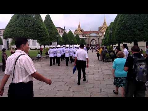 Bangkok Grand Palace – Changing guards (18 Oct 2011).MOV