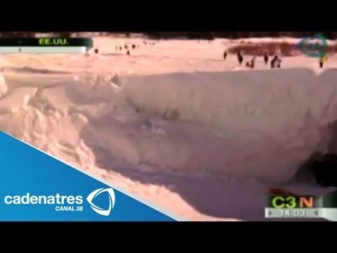 Frío deja impresionantes estructuras de hielo en Míchigan, Estados Unidos