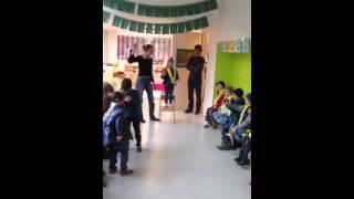 Bleona singt im Kindergarten