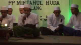 Rohatil dan Sholatullah... Sholawat by basyar dkk sunan giri komplek C Haflatul Imtihan 2013