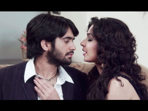 Soniya Caught Getting Cosy With Her Boyfriend | 5 Ghantey Mien 5 Crore
