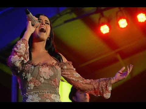 Katy Perry's A Firework At Amfar Inspiration Gala! video