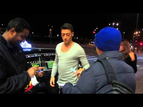 Mesut Özil Sign autographs in Sweden 2013-10-15