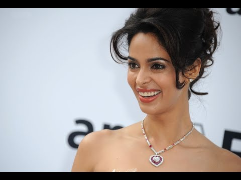 Mallika Sherawat And Himanshu Malik Kissing Scene - Khwahish - Night Kissing Scene video
