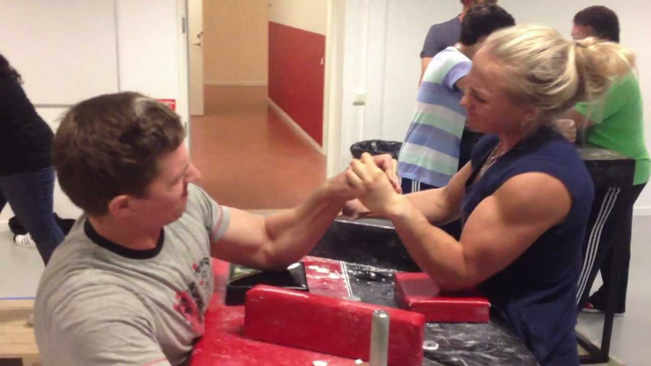 Sarah Bäckman armwrestling training - YouTube