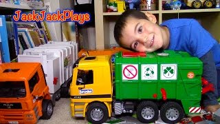 Bruder MB Garbage Truck Surprise Toy UNBOXING: Playing Recycling with Paper + Dinosaurs