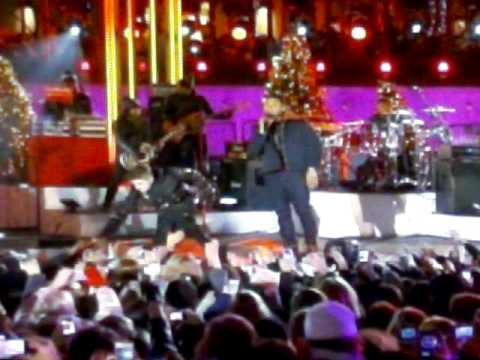 Justin Bieber at the Rockefeller Christmas Tree Lighting-Chestnuts feat Usher
