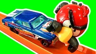 Hot Wheels Angry Birds Vs The Toys Crash & Smash