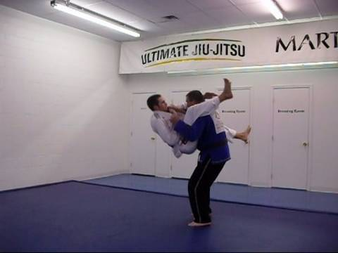 How to do a Flying Triangle Choke: Brazilian Jiu Jitsu Techniques Image 1