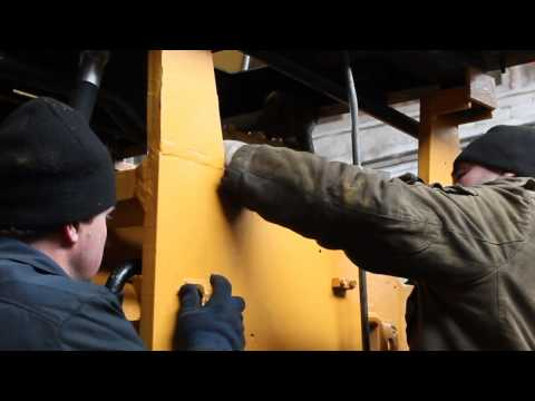 Видео как проверить масло в коробке погрузчика