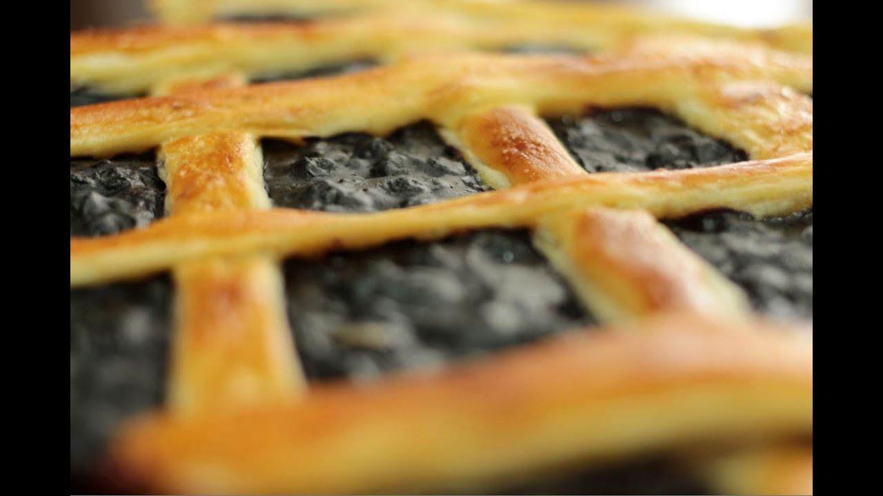 Пирог из слоеного теста с черникой рецепт