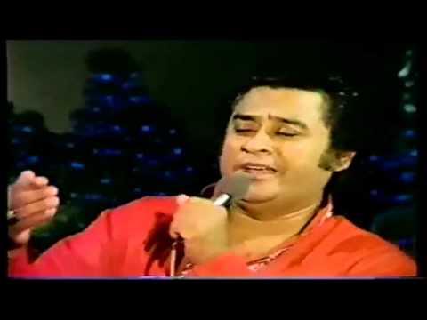 Kishore Kumar Live - Phoolon Ka Taron Ka Sab Ka Kehna Hai - (...