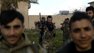 War in Syria: Encircled 'IS' group fighters hiding among civilians