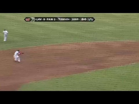 Red Sox Cecchini makes diving stop, goes to first for out
