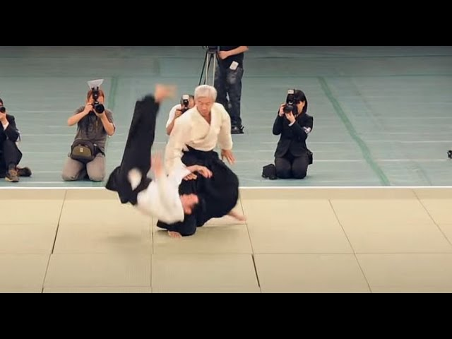 Ueshiba Moriteru Doshu - Great Aikido Demonstration - 植芝守央道主 - 合気道 - [HD]