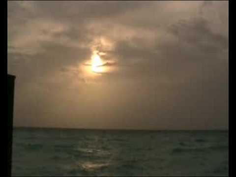 Veligandu - Maldives - Shy Sunset (1)