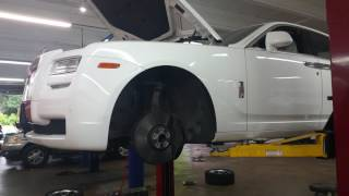 Rolls Royce Ghost 2011 is being serviced_2017-05-23 07:16:48
