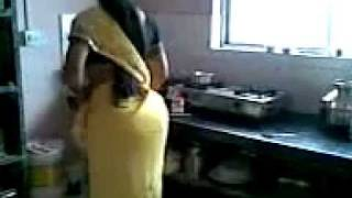 Sexiest Desi Aunty Ass in Saari
