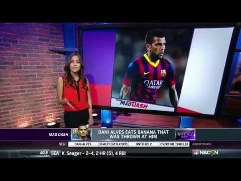 Dani Alves eat a banana thrown from the stands 2014 (HD)