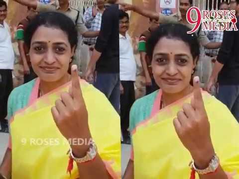 ఓట్లు వేయడానికి వచ్చిన సెలబ్రిటీస్ ఎవరెవరో మేరీ చుడండి| Telangana Elections Hangama||9RosesMedia|