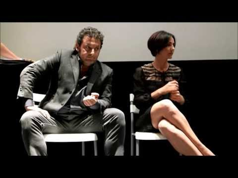 """Conferenza """"Stampa Stai Lontana Da Me"""" con Enrico Brignano e Ambra Angiolini"""