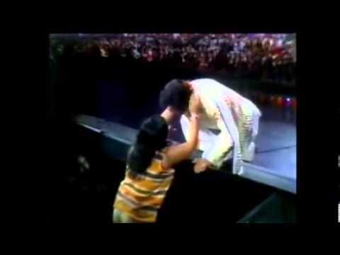 Elvis Presley - Can't Help Falling in Love (Live)