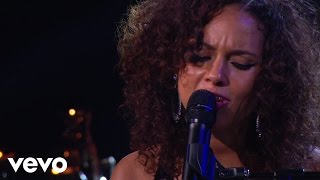Watch Alicia Keys Sure Looks Good To Me video