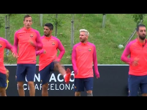 Lionel Messi Shows Off His New Blonde Hair During Barcelona Training In England