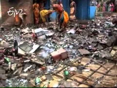 Jaipur Women Attack And Destroyed Belt-shops In Odisha video